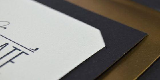 Lyxiga bröllopskort i glittrigt guld bröllopsinbjudan in