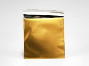 Litet guldigt foliekuvert