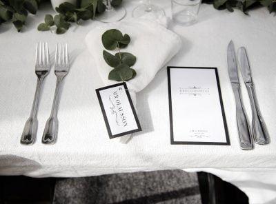 Bröllopsmeny placeringskort champagne silver