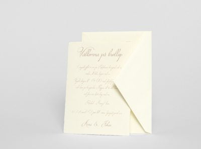 handgjort-papper-brollopskort-med-kuvert-saro